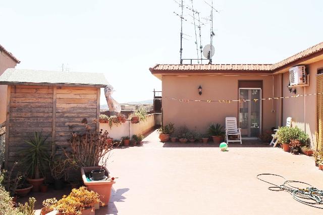 Acicatena appartamento 3 vani 1 2 120 mq di terrazzo a for Case di livello tri