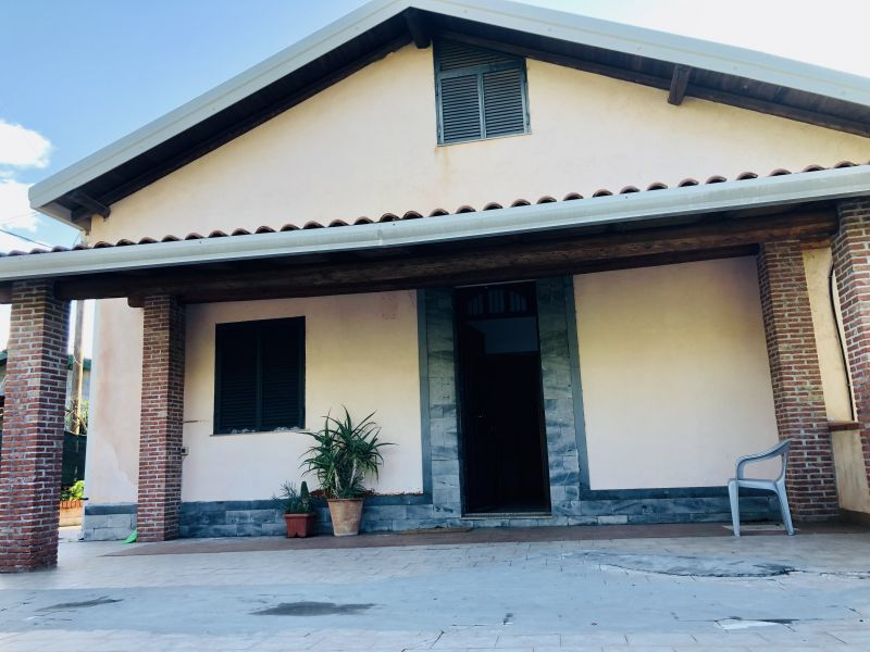Aci Sant'Antonio Casa Singola in Affitto