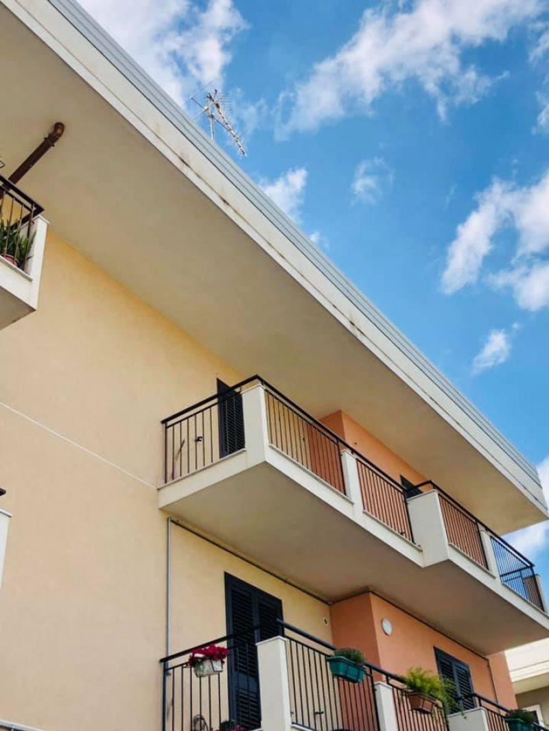 Santa Venerina Linera 4 vani + 2 servizi e posto auto